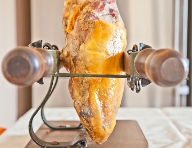 Jamón ibérico; jambon ibérique, aussi appelé pata negra, le jambon le plus cher au monde