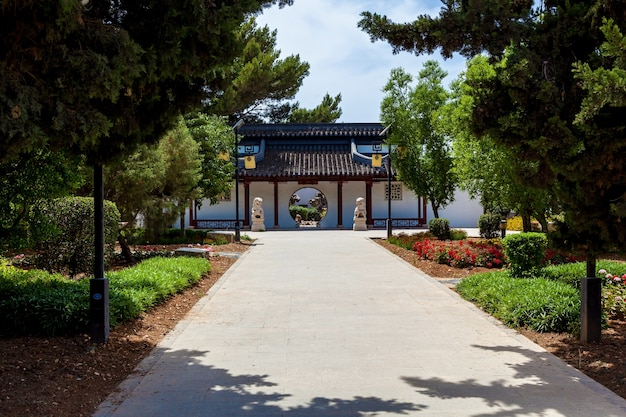 Jardin calme, architecture et sculpture chinoises traditionnelles malte, santa lucija.