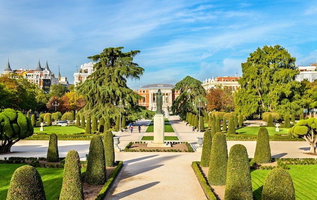 Le jardin parterre dans le parc buen retiro madrid, espagne