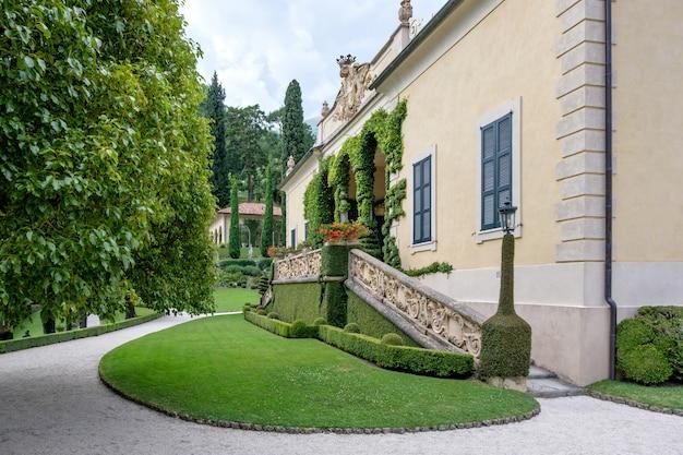 Jardin verdoyant de la villa del balbianello