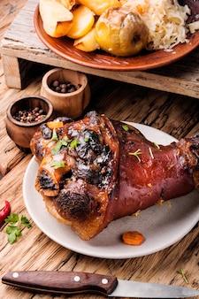 Jarret de porc rôti aux épices