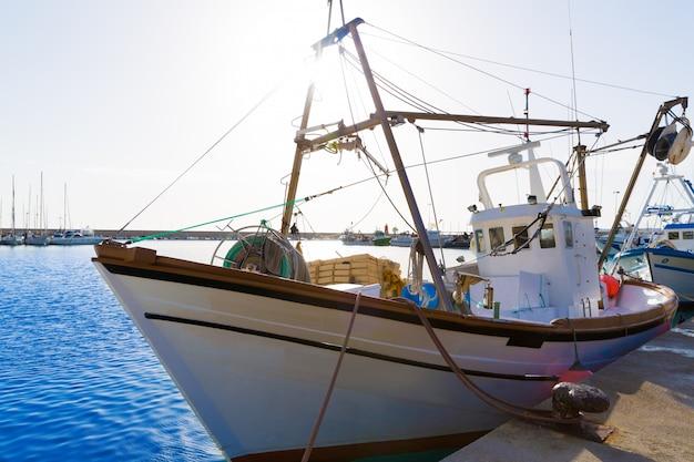 Javea xabia bateaux de pêche dans le port d'alicante en espagne