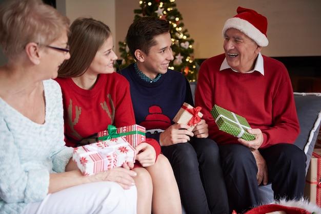 Je me demande ce que mon grand-père a pour moi cette année