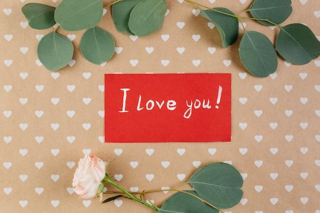 Je t'aime carte entre coeurs avec rose