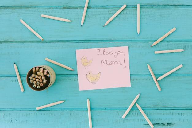 Je t'aime inscription maman avec des crayons
