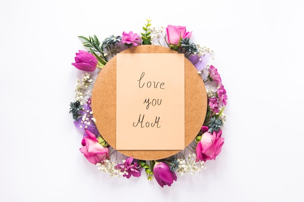 Je t'aime inscription maman avec différentes fleurs