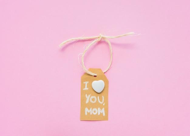 Je t'aime maman inscription sur petit papier