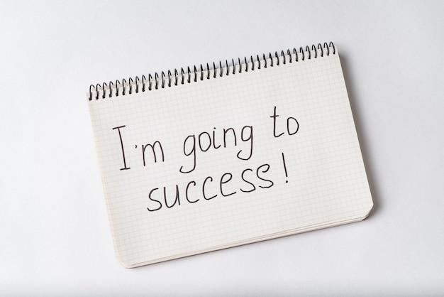 Je vais au succès, inscription dans le cahier. blanc .