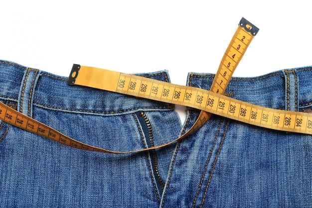 Jeans et ruban à mesurer