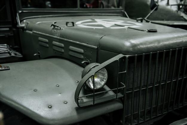 Jeep guerrier avec étoile sur le capot