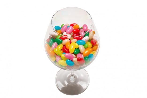 Jelly beans colorés isolés