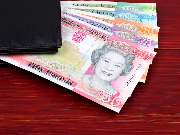 Jersey pound dans le portefeuille noir