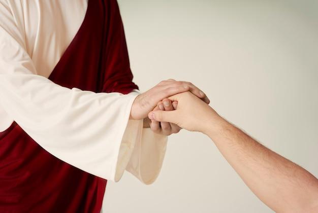 Jésus a sauvé la main et atteint un humain