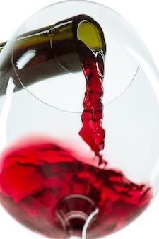 Le jet de vin rouge