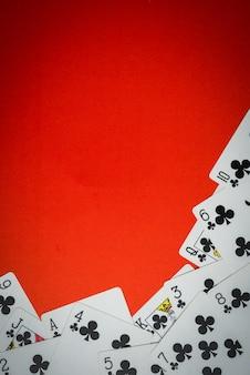 Jeu de cartes utilisé comme un coin