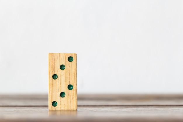 Jeu de cerveau en bois domino pour les enfants