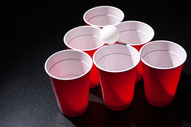 Jeu de collège de beer pong