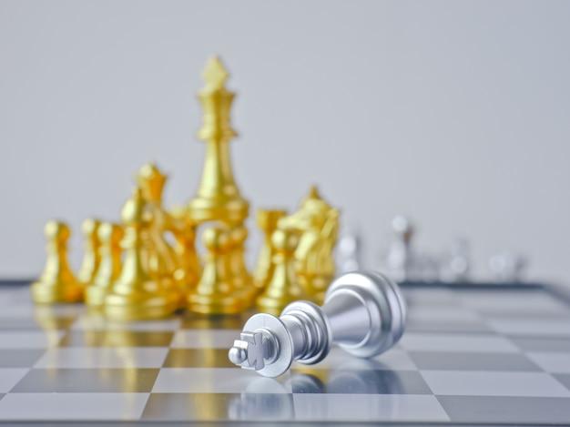 Le jeu de la concurrence a l'équipe gagnante et l'équipe perdante se faire une idée par les échecs nationaux