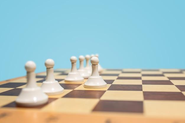 Le jeu d'échecs et le concept de jeu d'idées commerciales et de concurrence.