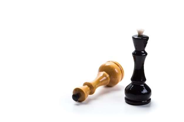 Jeu d'échecs isolé sur fond blanc