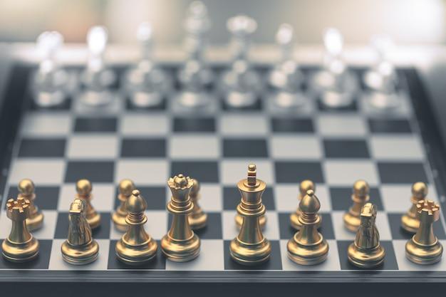Jeu d'échecs, placez le plateau en attente de jouer en pièces d'or et d'argent