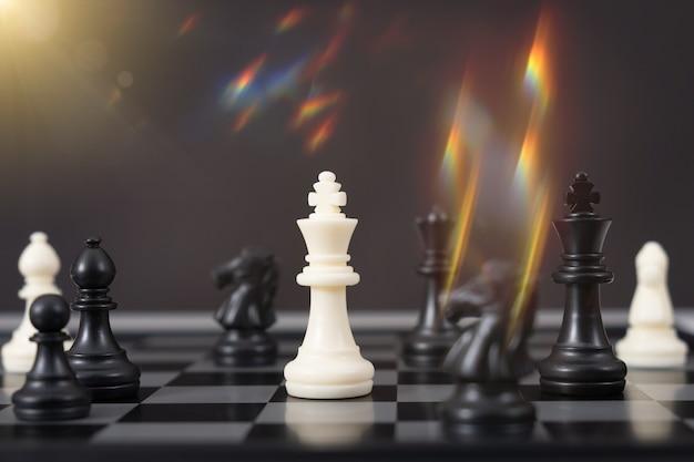 Jeu d'échecs pour les idées, la concurrence et la stratégie, concept de réussite commerciale