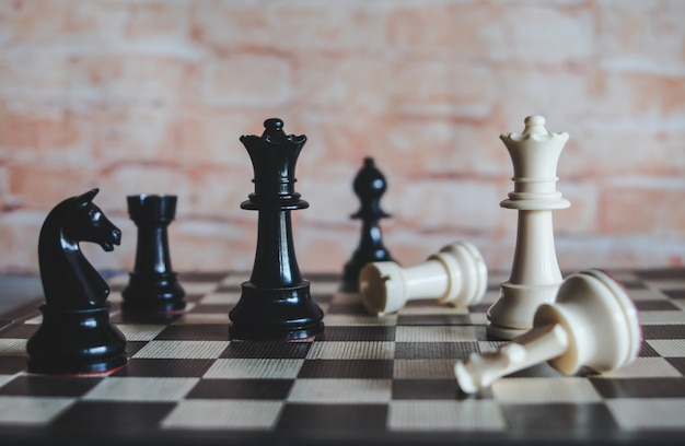 Jeu d'échiquier pour les idées et la stratégie d'entreprise, concept de planificateur d'entreprise.