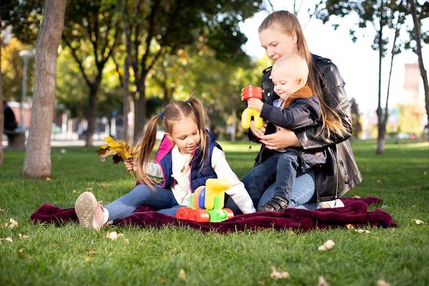 Jeu de famille dans le parc