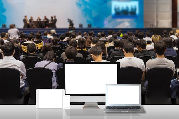 Jeu d'ordinateur sur le tableau blanc