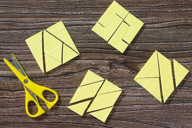 Jeu de puzzle rassemblez le carré de serviettes en cellulose.