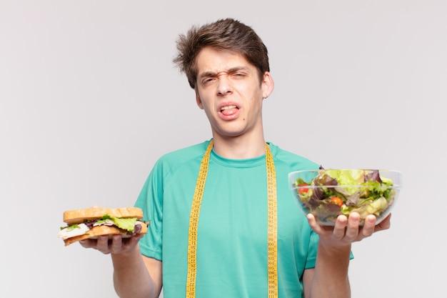Jeune adolescent homme expression en colère. concept de régime