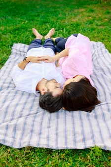Jeune, aimer, couple, mensonge, ensemble, apprécier, proximité