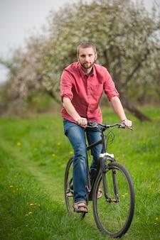 Jeune, barbe, vélo