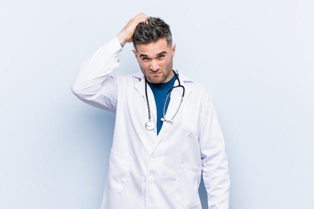 Jeune beau docteur, choqué, elle se souvient d'une réunion importante.