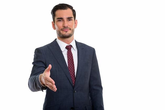 Jeune bel homme d'affaires donnant la poignée de main
