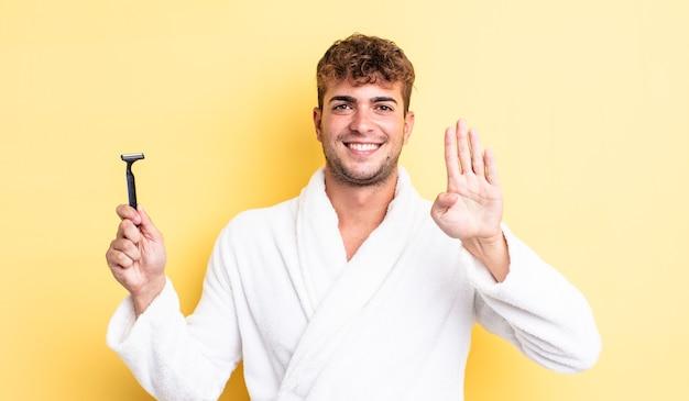 Jeune bel homme souriant et à l'air sympathique, montrant le numéro quatre. concept de rasage