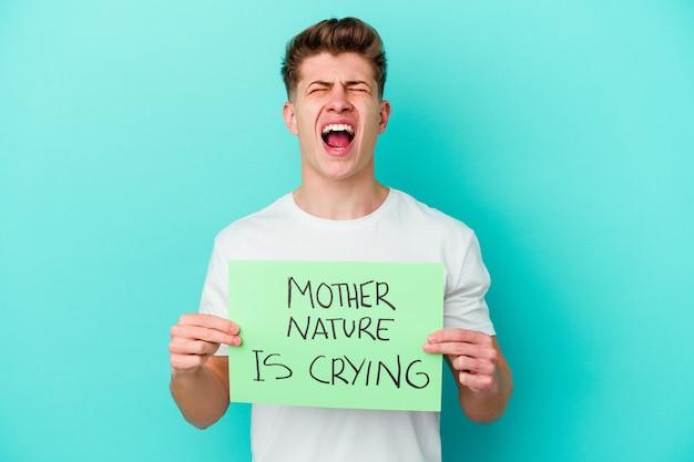 Jeune, caucasien, homme, tenue, a, mère nature, pleure, placard, isolé