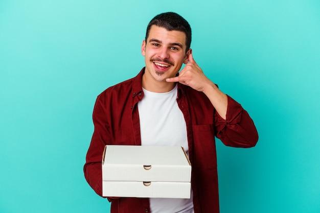 Jeune, caucasien, homme, tenue, pizzas, isolé