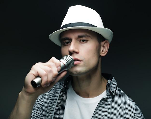 Jeune, chant, microphone