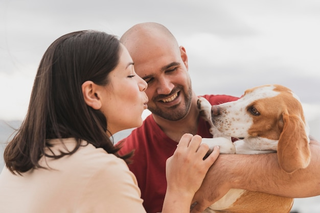 Jeune couple, à, chien