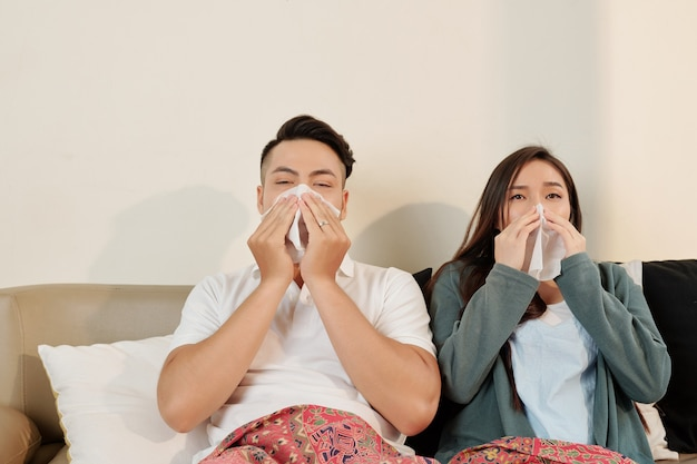 Jeune couple malade