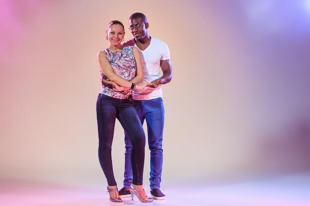 Jeune couple, projectile studio