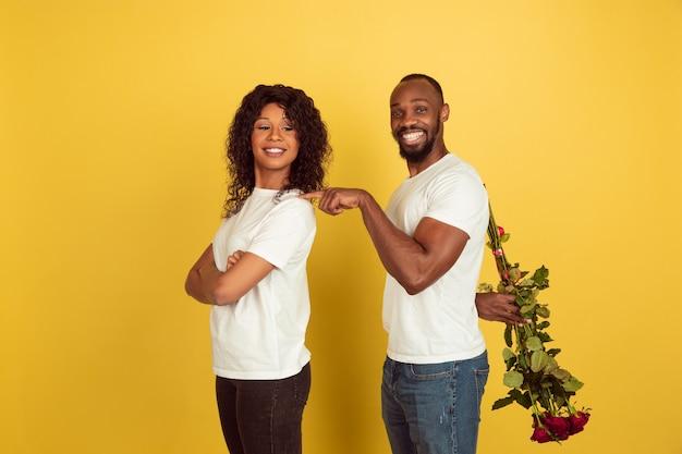 Jeune couple, à, roses