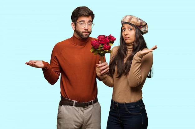 Jeune couple en saint valentin confus et douteux