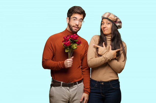 Un jeune couple à la saint-valentin décide entre deux options
