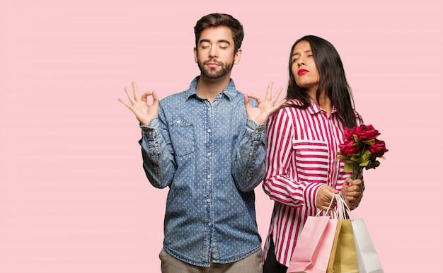 Jeune couple, saint valentin, exécuter, yoga