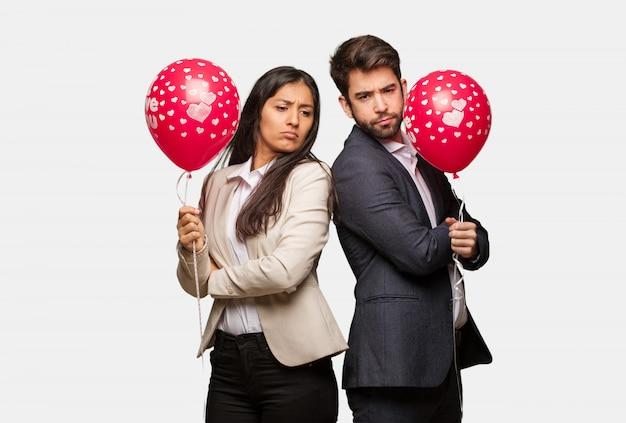 Jeune couple, saint valentin, regarder, droit, devant