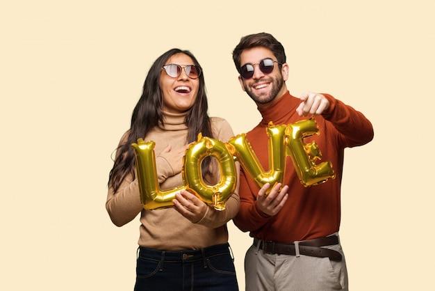 Un jeune couple à la saint-valentin rêve de réaliser ses objectifs