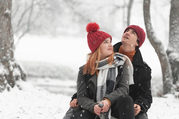 Jeune couple, séance, et, recherche