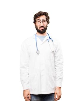 Jeune docteur en train de pleurer